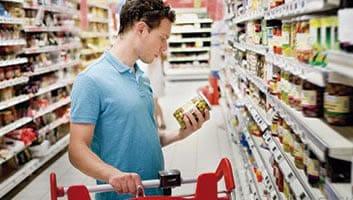 Consumidor tem direito a produto gratuito se encontrar mercadoria vencida à venda