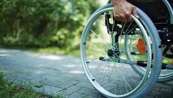 Banheiro químico para pessoas com deficiência passa a ser obrigatório em eventos.