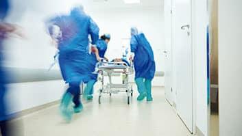 STJ julga se plano de saúde pode limitar cobertura em caso de urgência ou emergência.
