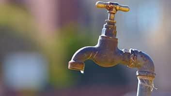 É ilegal cobrança de tarifa mínima de água em imóvel desocupado.