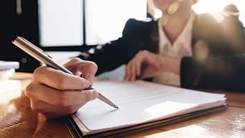 Construtora deve devolver 80% de parcelas pagas por imóvel após desistência de compradores.