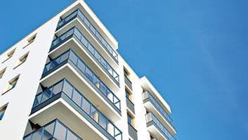 Condomínio não pode negar que morador alugue apartamento por aplicativo de hospedagem.