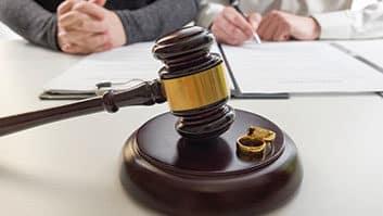 Divórcio facilitado a vítimas de violência doméstica é aprovado no Senado.
