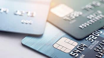 """""""Dívida eterna"""", diz juíza ao condenar banco por debitar valores de cartão não solicitado."""