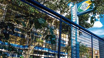 Descompasso entre as perícias feitas pelo INSS e as realizadas pelo Judiciário estão entre as causas da judicialização envolvendo benefícios previdenciários.